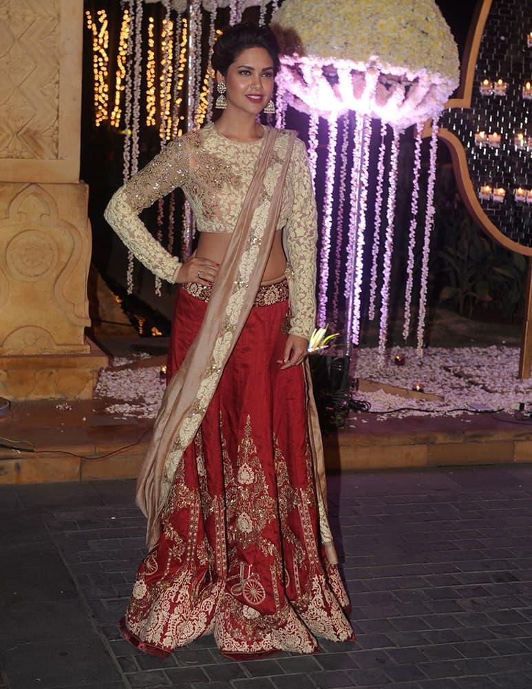 Esha Gupta during Riddhi Malhotra and Tejas Talwalkar marriage reception in Mumbai.- dna