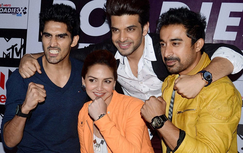 Boxer Vijender Singh and actors Esha Deol, Karan Kundra and Rannvijay Singh during a promotional programe in Kolkata.