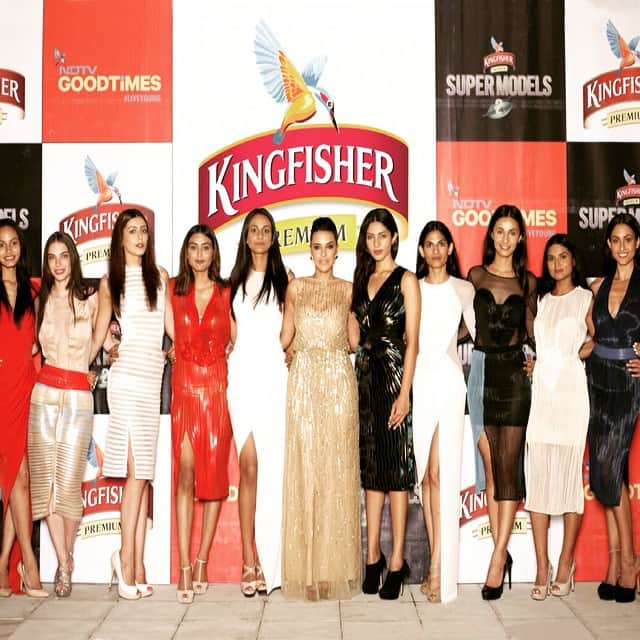 neha dhupia :- Me n the girls ... One last time! It's the #grandfinale tonight ... Tune in now on @ndtvgoodtimes 10 pm ... #KFHunt @kingfishersupermodels -instagram