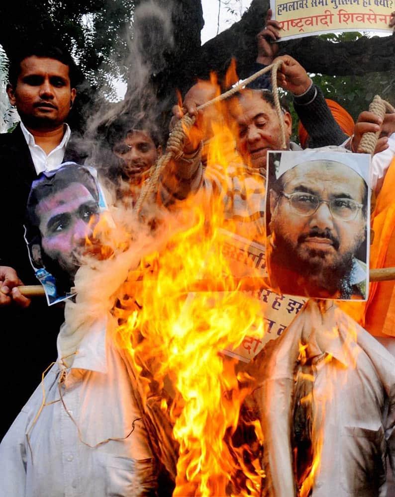 New Delhi: Activists of Rashtrawadi Shiv Sena burn effigies during their protest against terrorism.