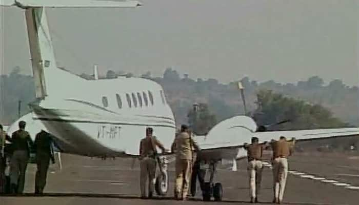 Shivraj Singh Chouhan's plane fails to take off, cops push it away for Kamal Nath's aircraft