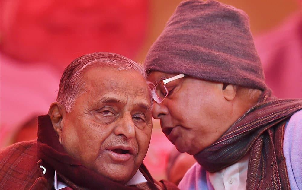 SP Chief Mulayam Singh Yadav chats with RJD President Lalu Yadav during the protest by Janata Parivar against Modi govt at Jantar Mantar in New Delhi.