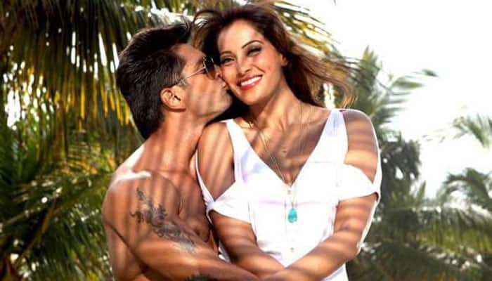 Watch: Bipasha, Karan romance in 'Awara'!