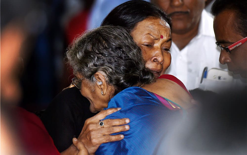Director K Balachanders wife Sulakshana, is consoled by veteran actress Manorama after paying her last respects at the funeral of Dadasaheb Phalke Award winner and veteran film director K Balachander, at his residence in Chennai.