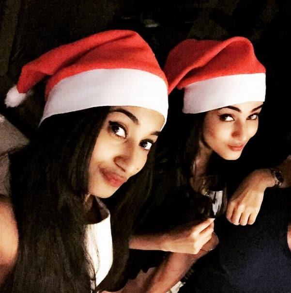 sonalchauhan:- Not so drunk Santa!!! #Christmas #hohoho #santaclaus #wheresmysanta #december @himanirchauhan - Instagram