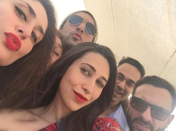 KAREENA KAPOOR KHAN ‏:- HERE IS KAREENA'S CHRISTMAS SELFIE WITH SAIF, KARISMA AND COUSINS. - TWITTER