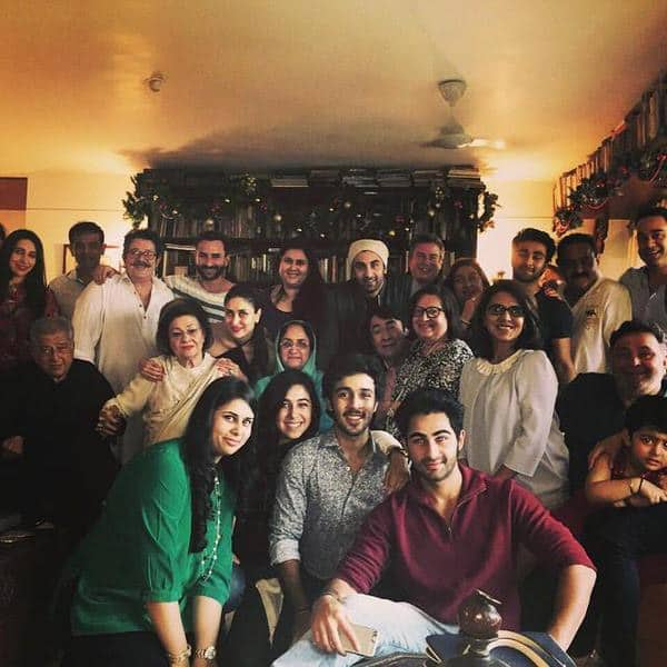 Kareena Kapoor Khan ‏:- Photo: Kapoor Khandan celebrates Christmas. Kareena, Karisma, Ranbir, Rishi, Randhir, Sashi and others - TWITTER