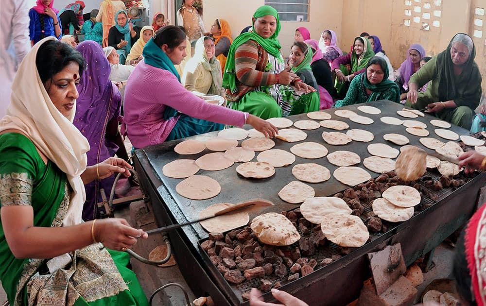 Women preparing Prasada on the occasion of Guru Gobind Singh Jayanti at a Gurudwara.