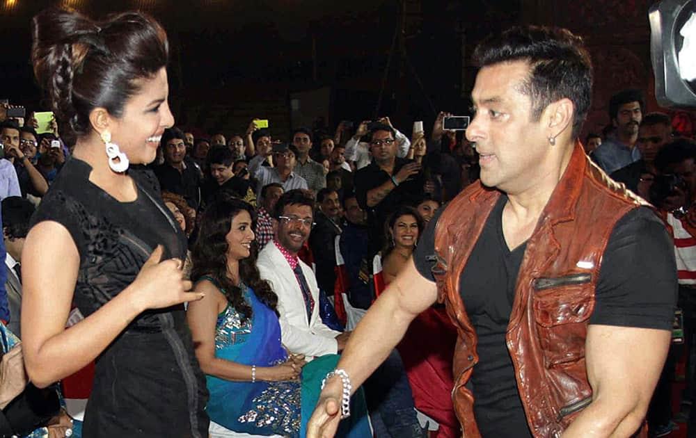 Bollywood actors Salman Khan and Priyanka Chopra during the BIG STAR Entertainment Awards 2014 in Mumbai.