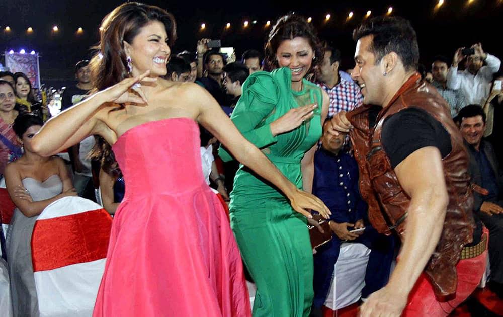 Bollywood actors Salman Khan and Jacqueline Fernandez during the BIG STAR Entertainment Awards 2014 in Mumbai.