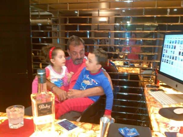 ameesha patel ‏:- Sanjay dutt the sweetest father to his 2 gorgeous children..such a lovely family they make  - Twitter