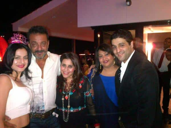 ameesha patel :- Spent the 1st day of the new year with a quiet eveng (sic) again at sanjay dutts house..just 6 of us..  - Twitter