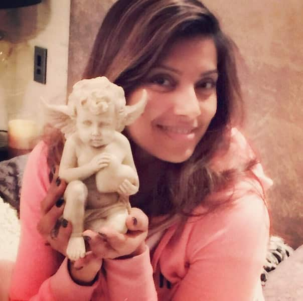 bipashabasu :- The most beautiful gift! My angel @tanujaamehraa gifted me another Angel to protect my Heart ❤️ - Instagram