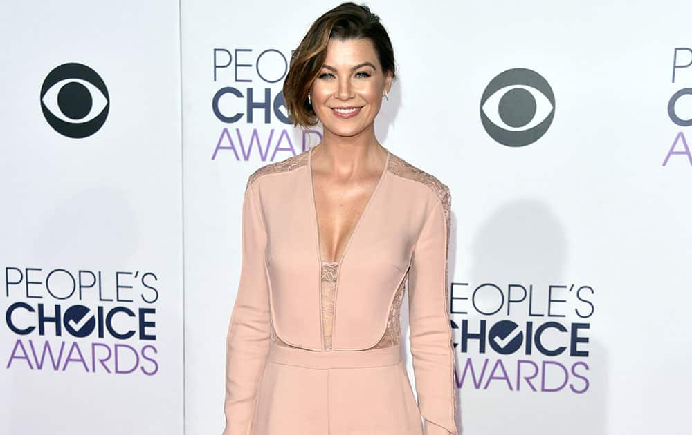 Ellen Pompeo arrives at the People's Choice Awards at the Nokia Theatre.