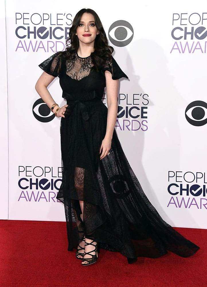 Kat Dennings arrives at the People's Choice Awards at the Nokia Theatre.
