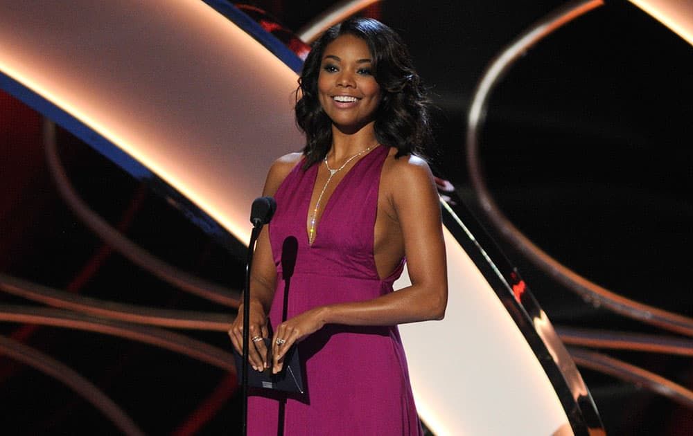 Gabrielle Union presents the award for favorite network TV drama at the People's Choice Awards at the Nokia Theatre.