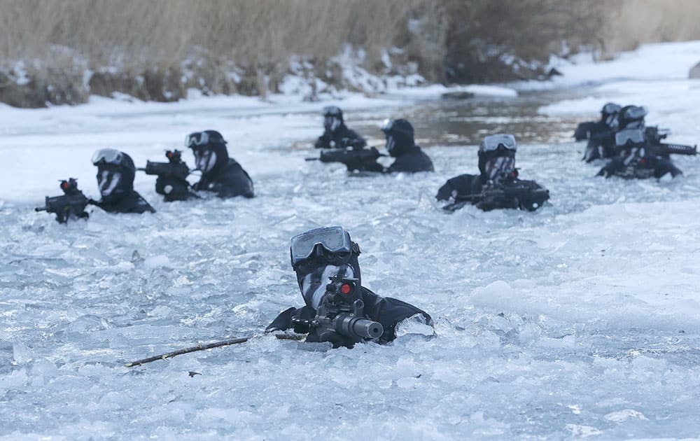South Korea's Amry Special Warfare Command (SWC) soldiers aim their machine guns in a frozen river during a winter exercise in Pyeongchang, South Korea.