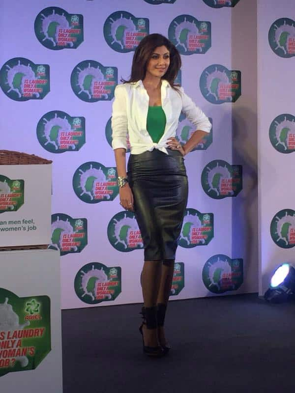 @TheShilpaShetty  :- At the #IsLaundryOnlyAWomansJob  Ariel event today  - Twitter
