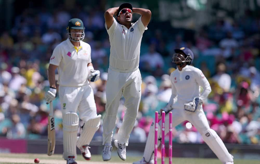 Suresh Raina and Wriddhiman Saha,, react to a missed stumping chance on Australia's Shane Watson, left, on the fourth day of their cricket test match in Sydney.