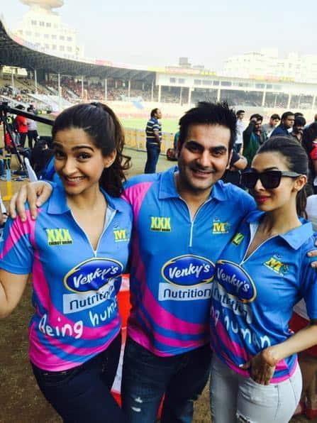 With @sonamakapoor and Malaika at CCL match between Mumbai Heroes vs Veer Marathi for #DollyKiDoli promotion s !!! - Pic Courtesy:Twitter@arbaazSkhan