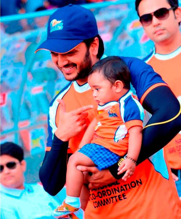 Some candid pics from #CCL opening ceremony @Riteishd -twitter