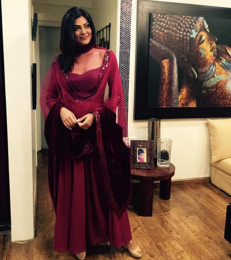 sushmita sen :- Thank you @ManishMalhotra1 for always dressing me so beautifully:) I looooooove this outfit.. what a color!!:) U ROCK! -twitter