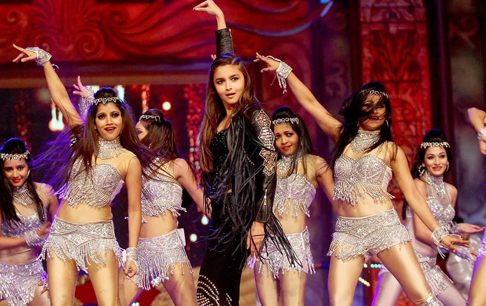 Alia Bhatt performs during the Umang Mumbai Police Show 2015 in Mumbai.  -dna