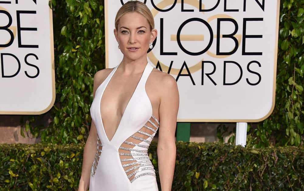 Kate Hudson poses in a Versace gown at the 72nd annual Golden Globe Awards.