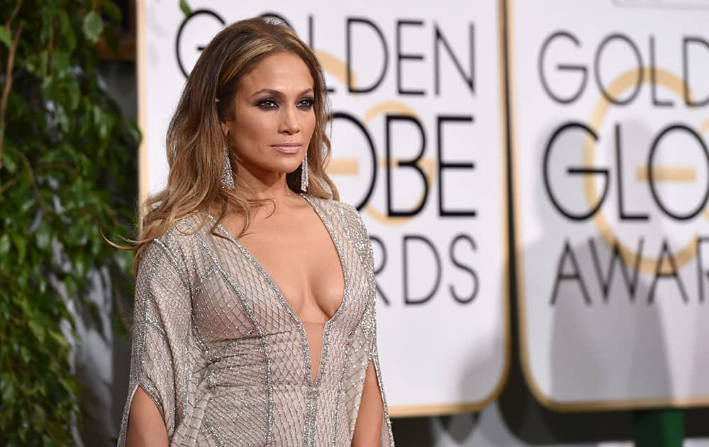 JENNIFER LOPEZ ARRIVES AT THE 72ND ANNUAL GOLDEN GLOBE AWARDS.
