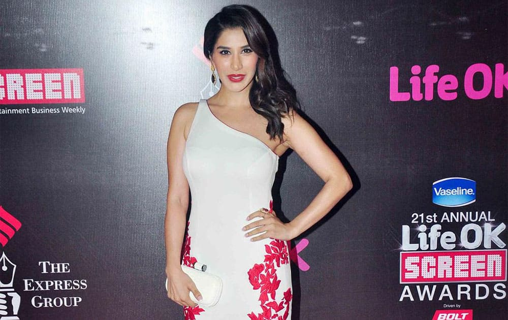 pic courtesy- twitter @Sophie_Choudry