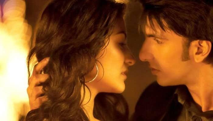 Ranveer Singh, Anushka Sharma get intimate in 'Dil Dhadakne Do'?