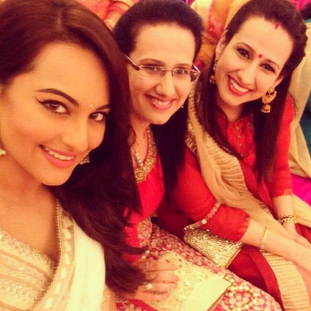 #bhaikishaadi #mehendi #sisters #twins #ladkewaale #fun - instagram @aslisona