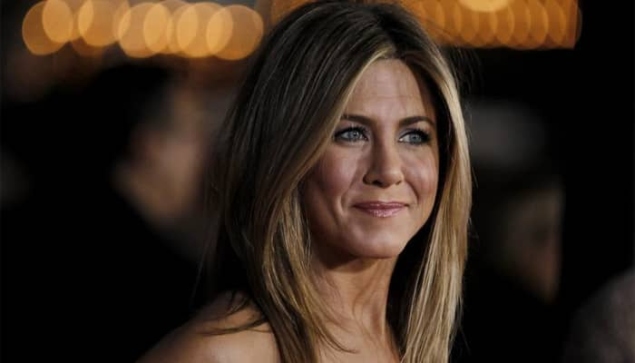 No topless photoshoot with girls for Jennifer Aniston