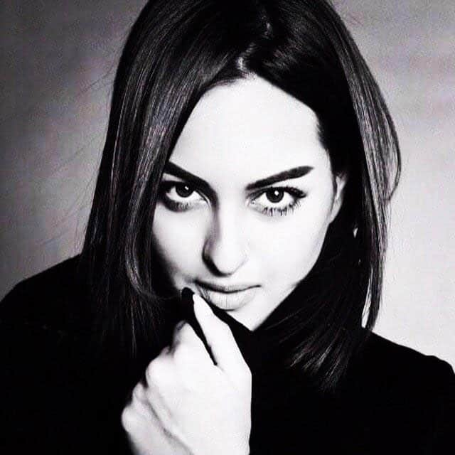 Sonakshi Sinha :- What is grey? Its black or its white. Keep it simple. -twitter