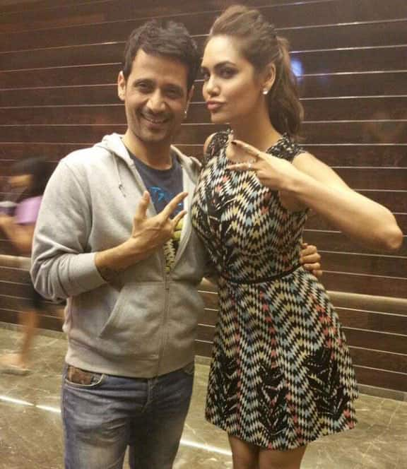 Esha Gupta ‏:- Met the talented @Mann_meetbros, thank you for making such a different n beautiful song #Beparwah -twitter