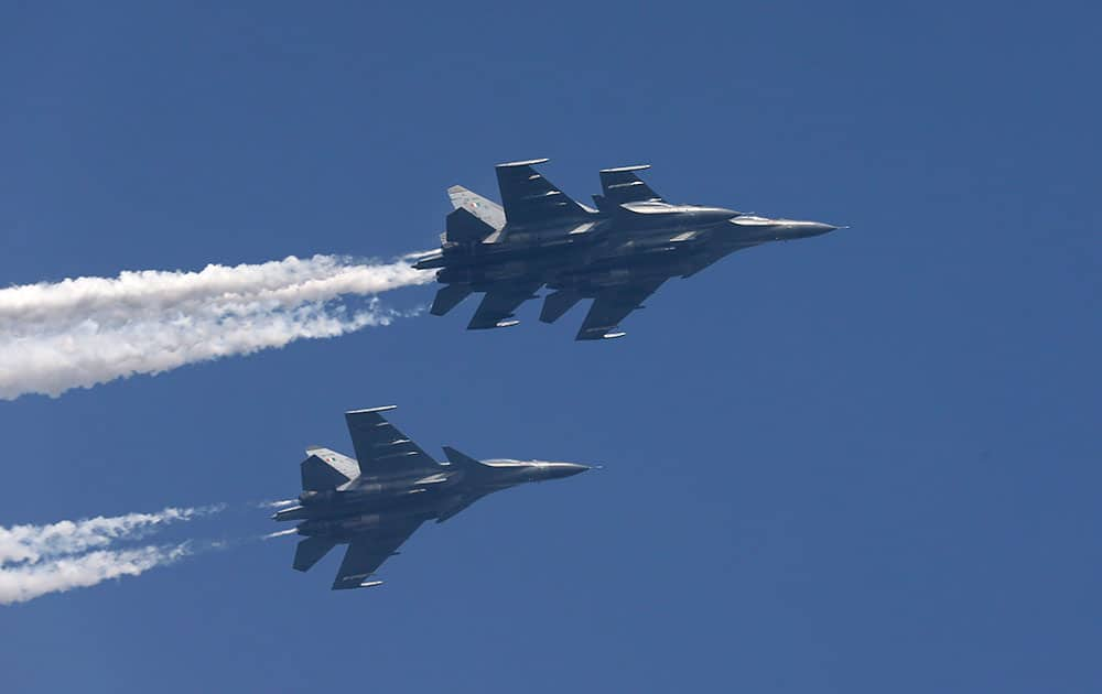 Air Force Sukhoi Su-30MKI fighters fly past during the full-dress rehearsal ahead of Republic Day parade in New Delhi.