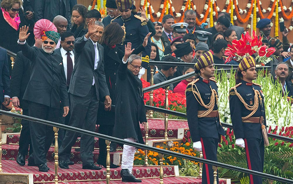 US President Barack Obama, Prime Minister Narendra Modi and President Pranab Mukherjee wave to the crowd at the end of India's annual Republic Day parade in New Delhi.