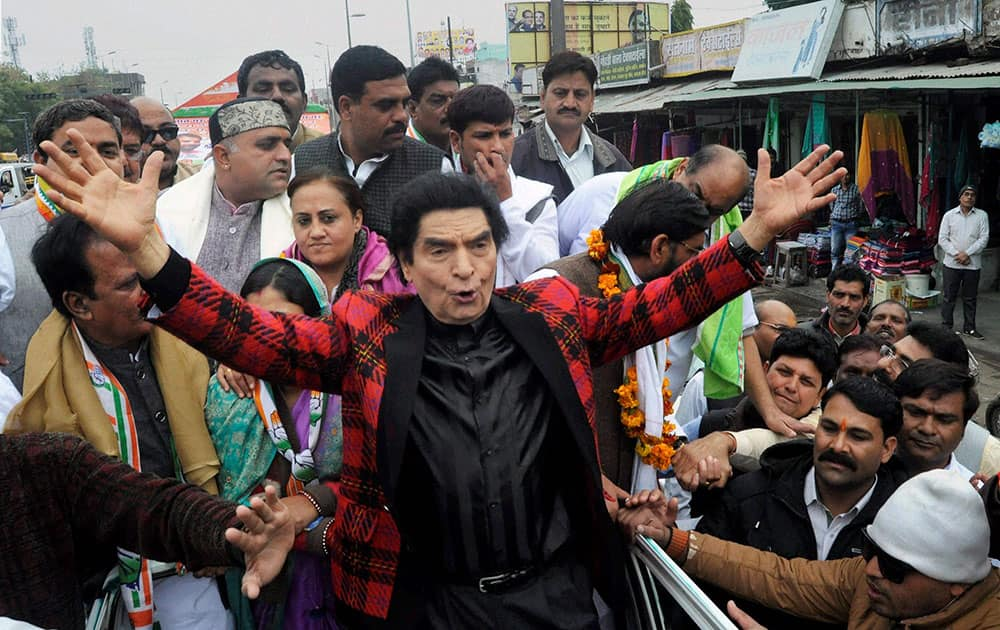 Bollywood comedian star Asrani campaigning for Congress Mayoral Candidate Kailash Mishra in Bhopal.