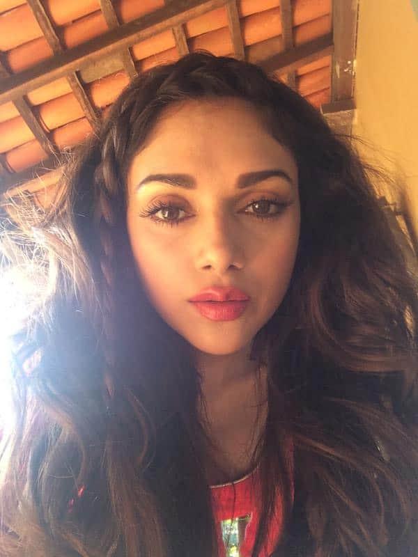 Aditi Rao Hydari : Hippie girl-happy girl... #shoot #Nofilter #SunKissed #Slogging -twitter