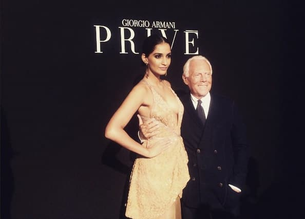 VOGUE India : @sonamakapoor met Giorgio Armani at the Armani Prive show and here's what she had to say! http://bit.ly/1toqME4 -twitter