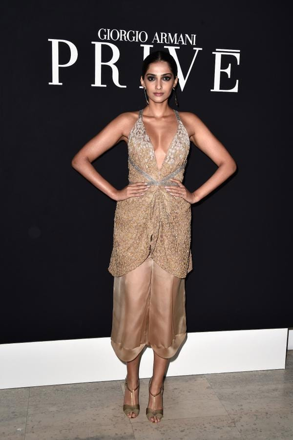 VOGUE India : Can you carry off sheer trousers? @sonamakapoor clearly can! #RunwayToRedCarpet http://bit.ly/1txeEki - twitter