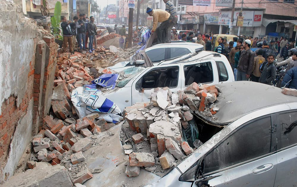 A hospital wall collapses in Kanpur.