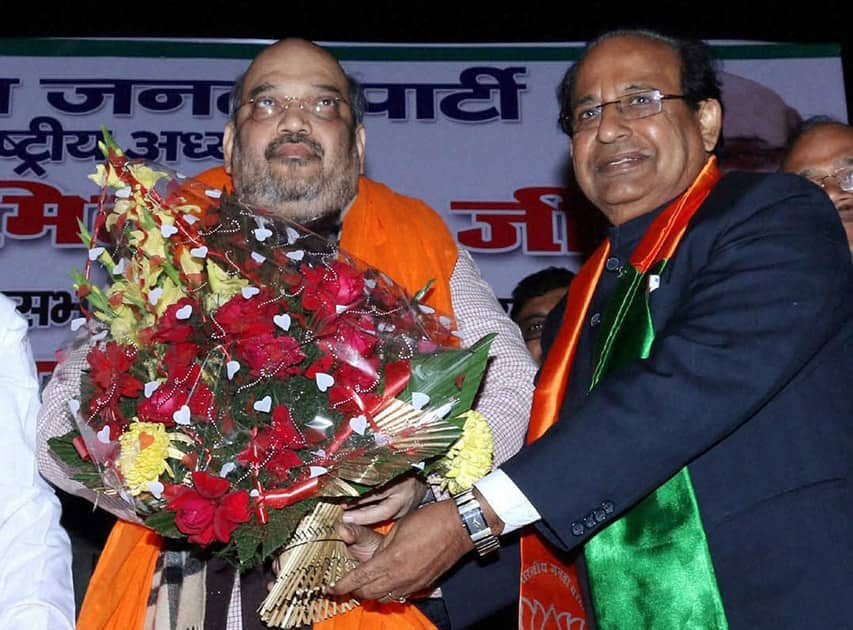 BJP President Amit Shah welcomed by Jagdish Mukhi during an election campaign meeting.