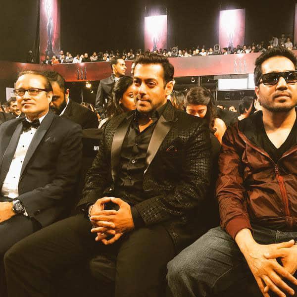 King Mika Singh :- Had a superb time with @BeingSalmanKhan bhai at Britannia @filmfare awards... -twitter