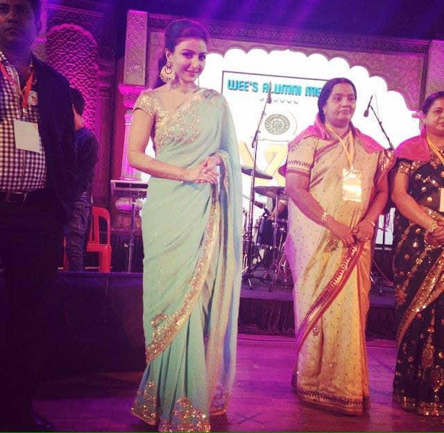 My first time on stage as Soha Ali Khan Kemmu - at the Wagle Estate Education Society Alumni Meet - twitter @sakpataudi