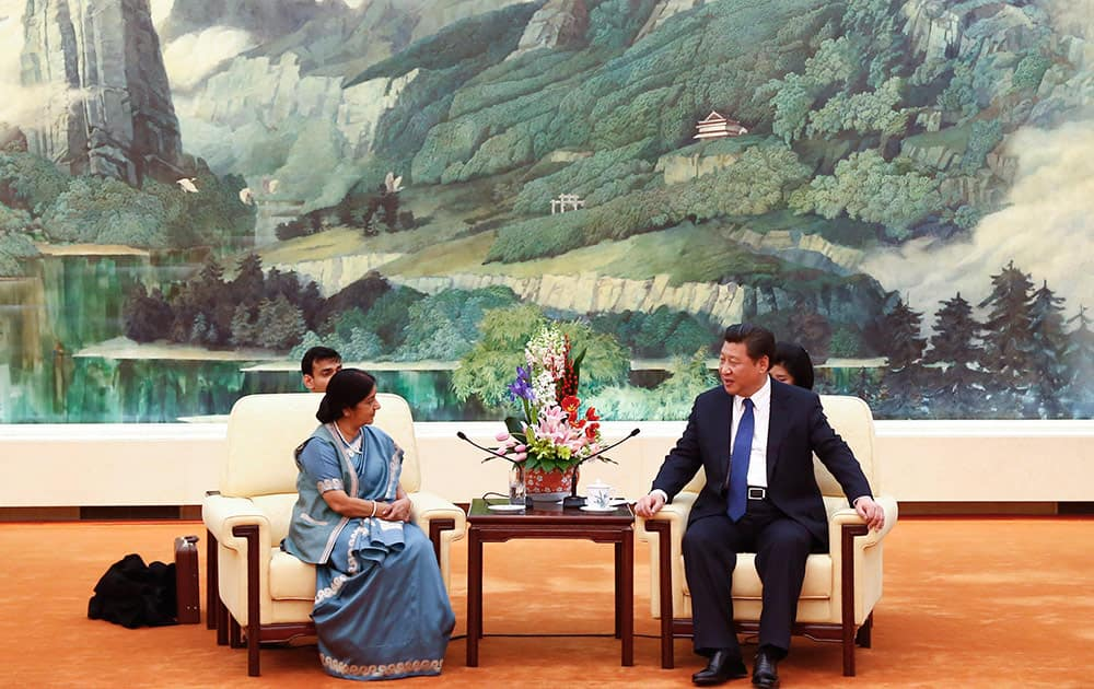 Indian Foreign Minister Sushma Swaraj, left, and Chinese President Xi Jinping hold a meeting at the Great Hall of the People in Beijing Monday.