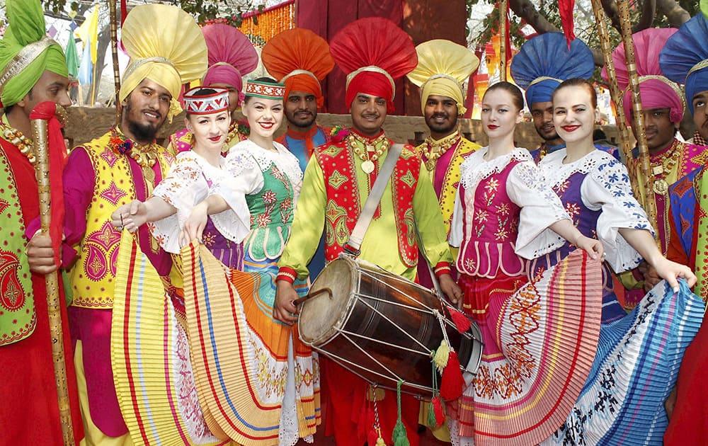 Folk artists during International Crafts Mela in Surajkund, Haryana.