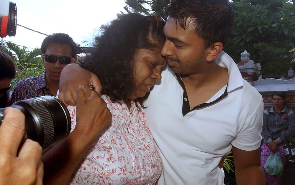 Chintu Sukumaran, right, holds his mother Raji Sukumaran as they arrive at a prison in Denpasar, Bali, Indonesia to meet their family member and death-row prisoner Myuran Sukumaran.