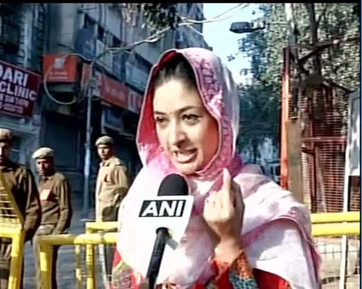 AAP's Alka Lamba casts her vote #DelhiVotes -twitter