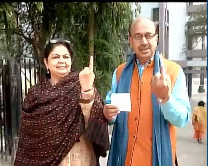 BJP's Vijay Goel casts his vote #DelhiVotes   -twitter